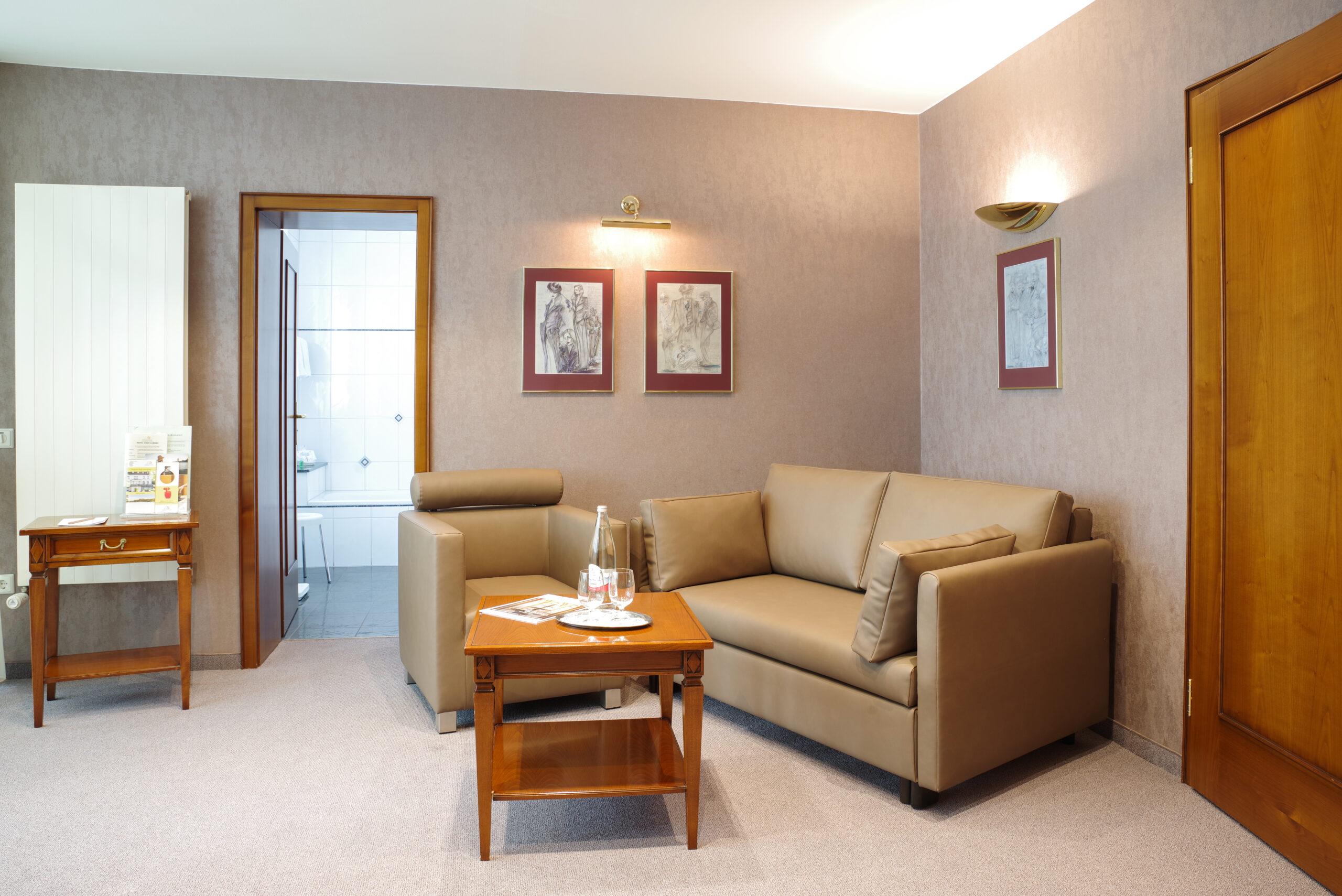 Hotel Stadt Coburg Suite Wohnbereich Bad